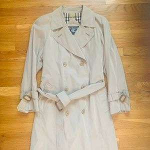 Burberry of London Classic tan trench coat sz 6
